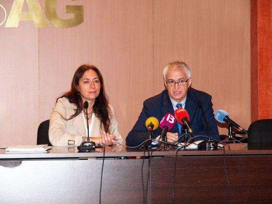 La presidenta de APIB, Ángeles Durán, y el presidente de FAPE, Nemesio Rodríguez, este jueves en la rueda de prensa.